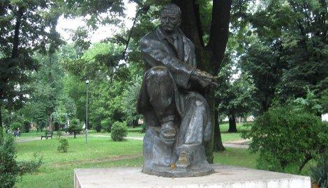 http://www.blic.rs/data/images/2010-06-30/53525_regvran2ponovo-na-postamentuspomenik-bori-stankovicu-u-gradskom-parku_f.jpg?ver=1277916090